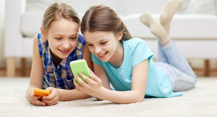 ΙΤΕ: Πριν τα 13 και καθημερινά χρησιμοποιούν τα social media τα παιδιά