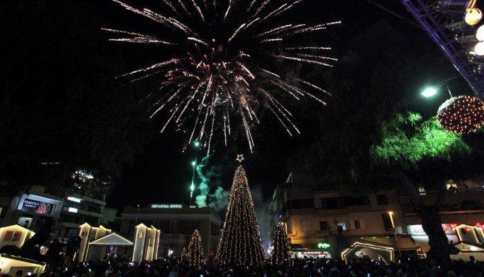 Έτοιμο το Χριστουγεννιάτικο Δέντρο στο Ηράκλειο - Εικόνες απ'τη φωταγώγηση