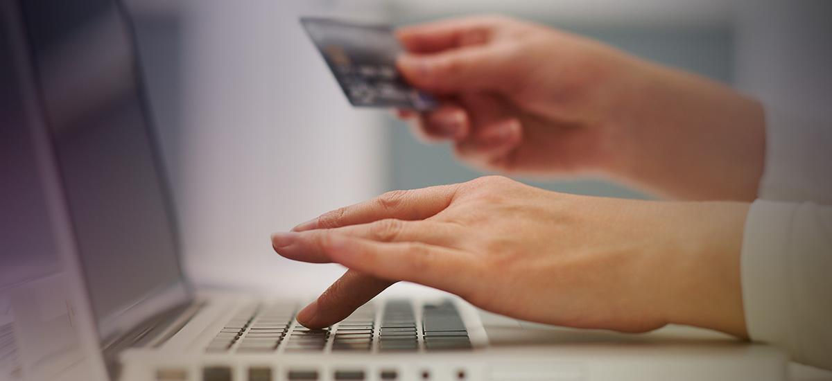 Ζευγάρι απατεώνων αποσπούσε στοιχεία τραπεζικών καρτών και έκανε ηλεκτρονικές αγορές