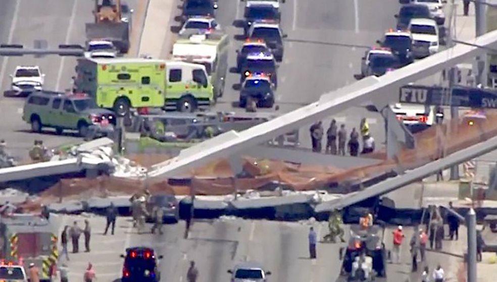 Τρόμος στη Φλόριντα: Κατέρρευσε πεζογέφυρα