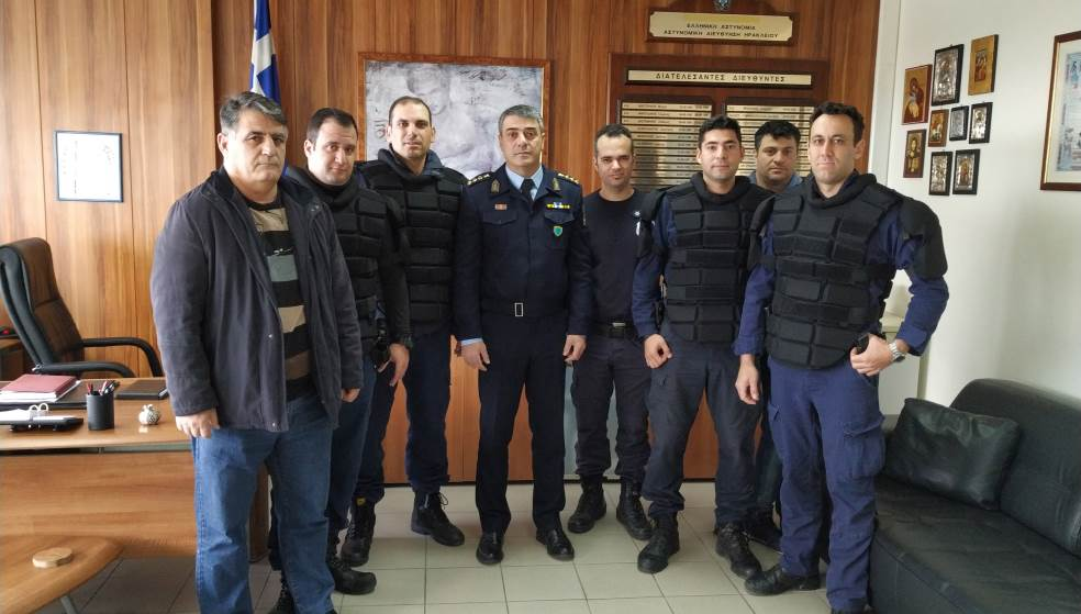 15 αλεξίσφαιρα γιλέκα πρόσφεραν στο Σώμα οι Αστυνομικοί