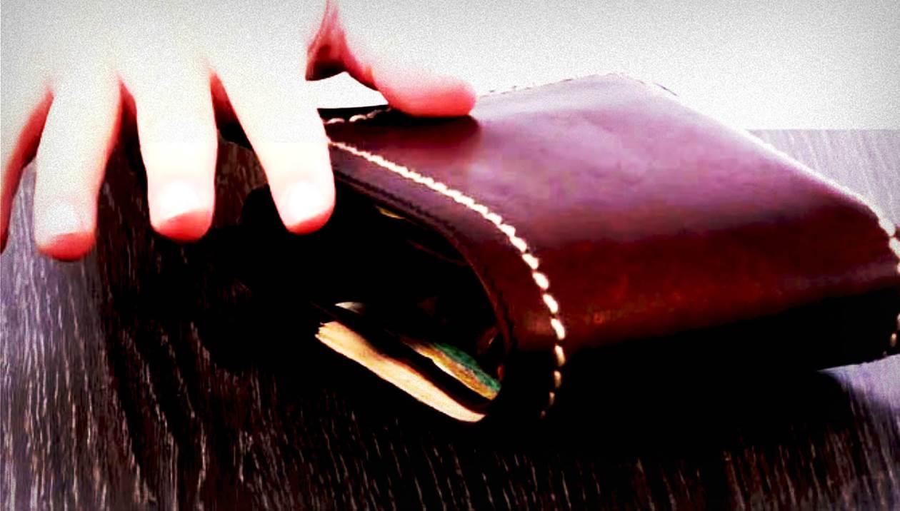 «Σούφρωσαν» παραφουσκωμένο πορτοφόλι… μα δεν χάρηκαν τη λεία τους!