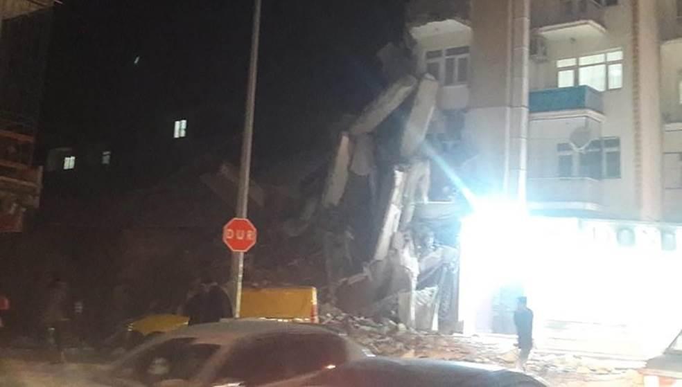 Πολύ ισχυρός σεισμός 6,8 Ρίχτερ στην Τουρκία - Τουλάχιστον 4 νεκροί