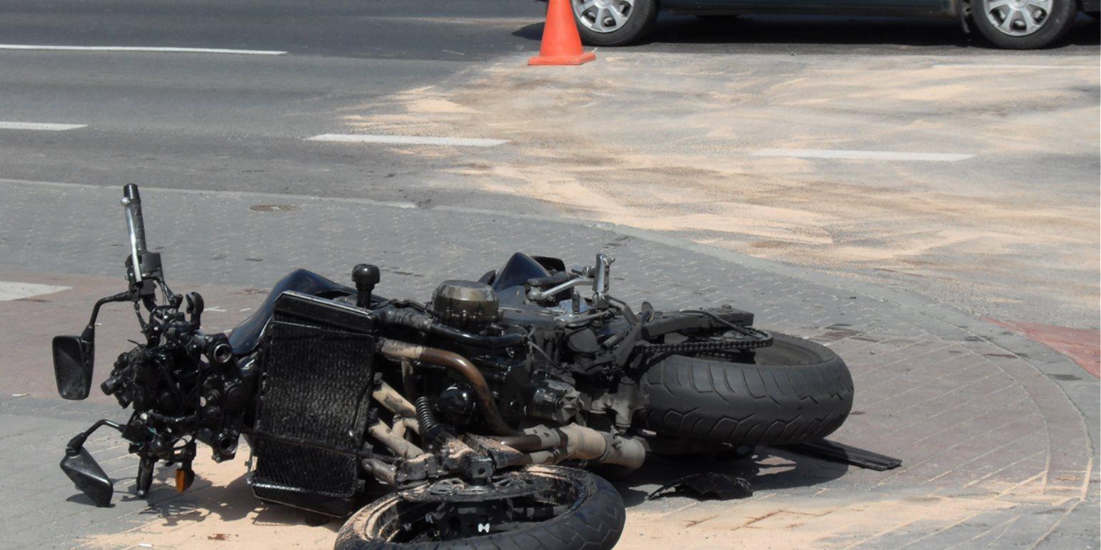 Βαριά τραυματίας μοτοσυκλετιστής μετά από τροχαίο - Γλίτωσε από θαύμα τον ακρωτηριασμό