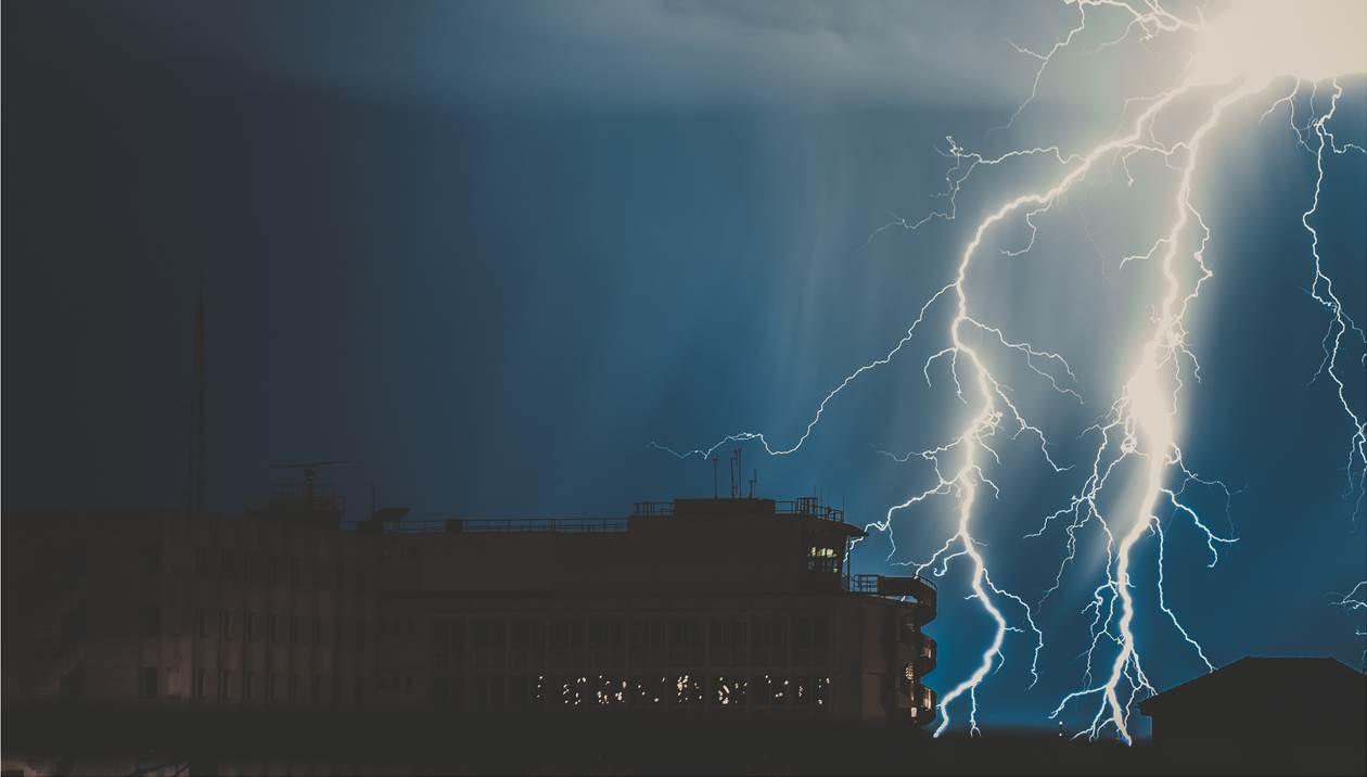 Βροχές & σποραδικές καταιγίδες μας επιφυλάσσει ο καιρός την Τετάρτη
