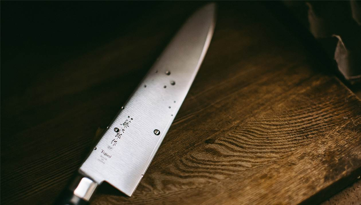 Κλειδώθηκε στο σπίτι του και απειλούσε να αυτοκτονήσει με μαχαίρι