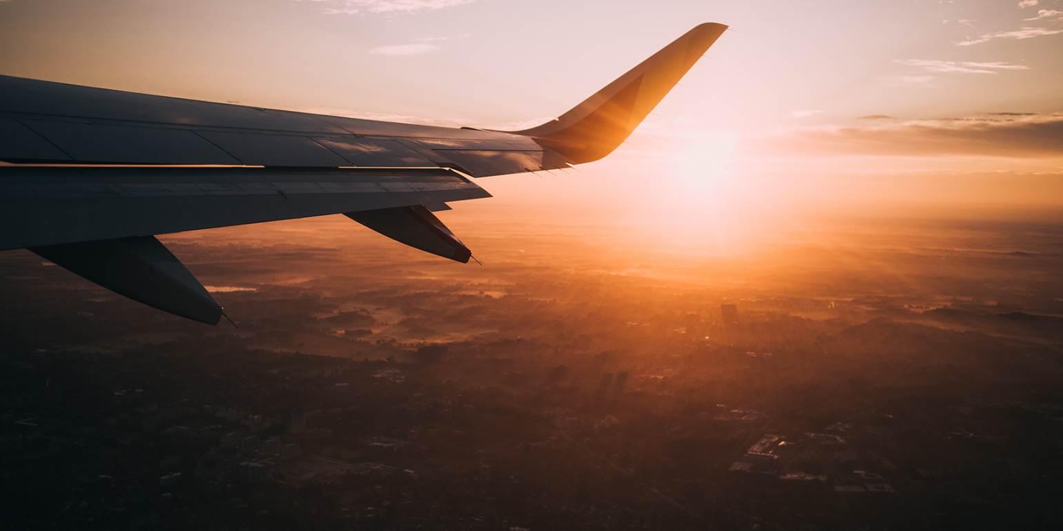 Καιρός: Θυελλώδεις άνεμοι άλλαξαν την πορεία των αεροσκαφών