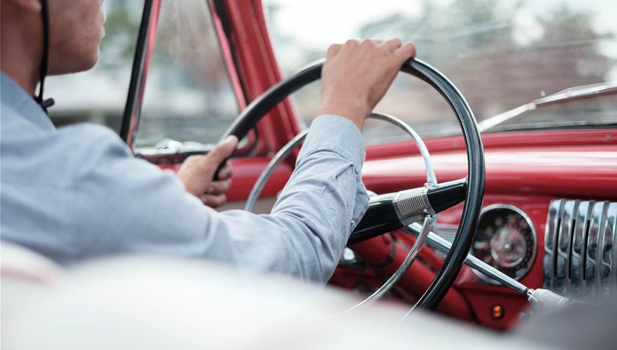 Γιατί δεν πρέπει να οδηγείτε… ημίγυμνοι;