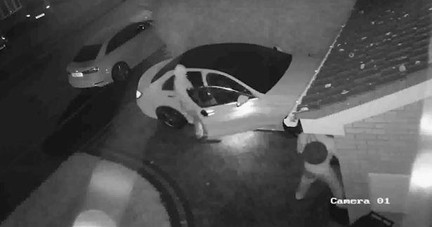 Ετσι κλέβουν τα πολυτελή αυτοκινητα- Δείτε τα νέα εργαλεία που χρησιμοποιούν οι δράστες (vid)