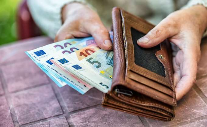 Στην Ελλάδα η μεγαλύτερη πτώση μισθών στην ΕΕ την τελευταία 7ετία
