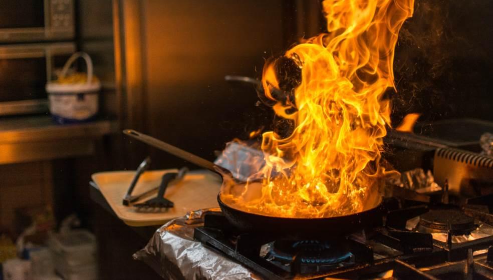 Οι αναθυμιάσεις από φωτιά στην κουζίνα την έστειλαν στο νοσοκομείο
