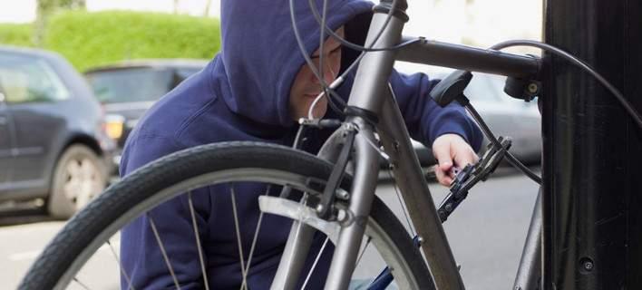 Μπήκαν στο σπίτι του και άρπαξαν το ποδήλατό