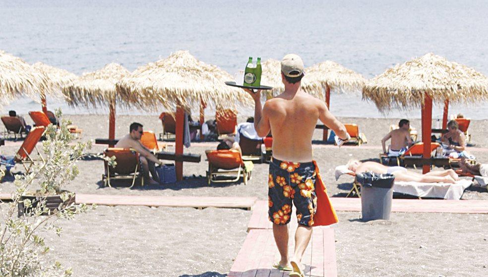 Ράμπο με μαγιό «ξεσκονίζουν» επιχειρήσεις στην Κρήτη