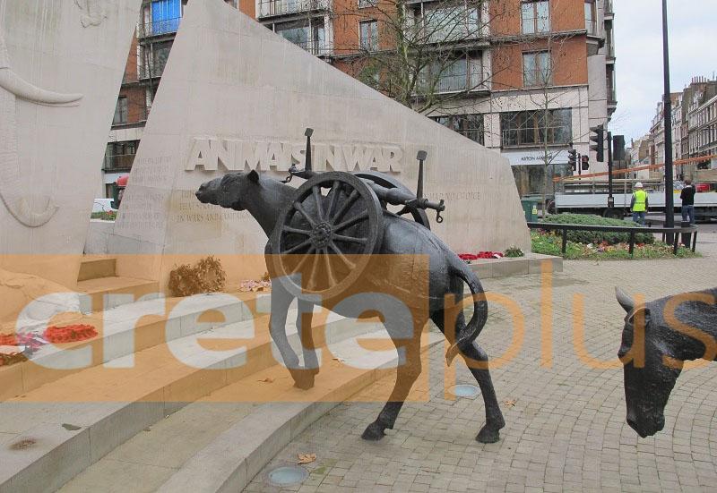 Μνημείο- στολίδι στο Λονδίνο για τα ζώα που πέθαναν στον πόλεμο-Και εμείς ντροπιάζουμε τους προγόνους μας (pics)