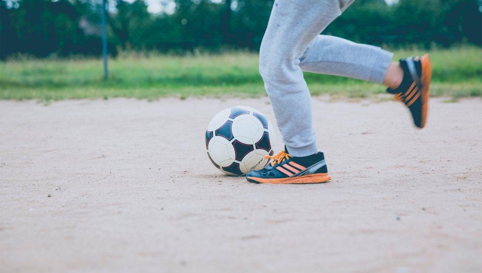 Τουριστικά Λεωφορεία vs TAXI: Παίζουν μπάλα για καλό σκοπό