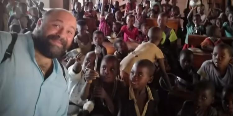 MasterChef: Συγκίνησε ο Ηρακλειώτης που μαγειρεύει για παιδάκια στην Αφρική
