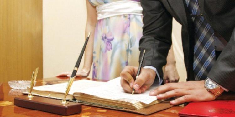 Κορωνοϊος: Τι θα γίνει με τους πολιτικούς γάμους στο Ηράκλειο