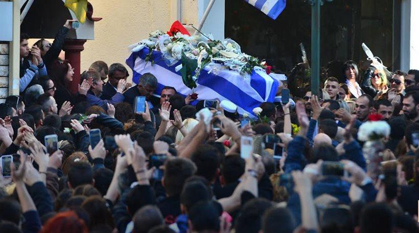 Κηδεία Παντελίδη  Χιλιάδες κόσμου αποχαιρέτησαν τον Παντελή-Τραγικές ... 6591de9f334