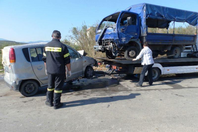 ΣΟΚΑΡΙΣΤΙΚΟ ΤΡΟΧΑΙΟ - Δακρυσαν οι αστυνομικοι οταν ειδαν τον οδηγο εγκλωβισμένο να κλεινει τα ματια