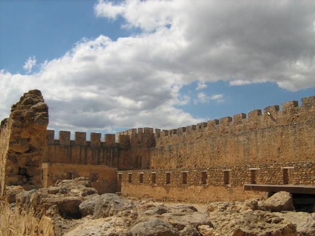 Στην περιοχή του βενετσιάνικου κάστρου του Φραγκοκάστελου στη νότια Κρήτη μαρτυρείται το φαινόμενο της εμφάνισης του στρατού των Δροσουλιτών.