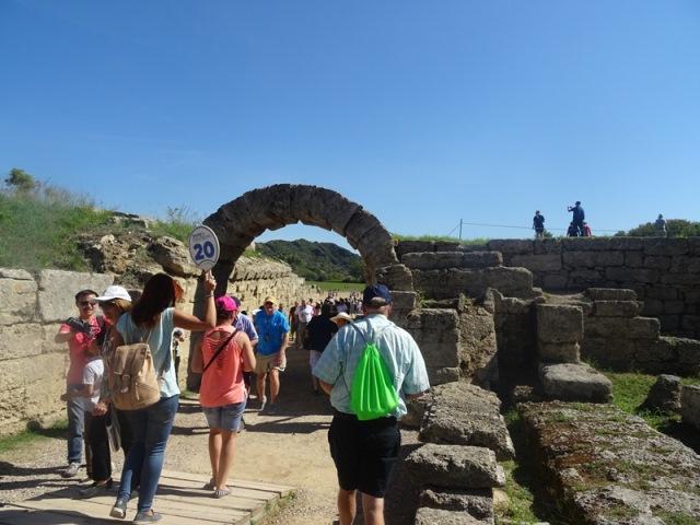 Ο βατήρας στο στάδιο της Αρχαίας Ολυμπίας... «τρελαίνει» τους τουρίστες! (pics)