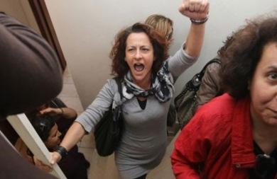 Διαμαρτυρία από δασκάλους και καθηγητές για τα κενά στα σχολεία στο Υπουργείο Παιδείας