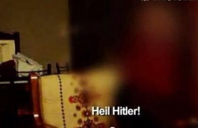 Ο Χρήστος Παππάς μαθαίνει σε ανήλικο αγόρι να λέει σωστά Heil Hitler (vid)