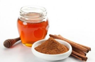 Μέλι και κανέλα: Ενα φάρμακο που θεραπεύει τα πάντα και... δεν θέλουν να ξέρουν οι γιατροί