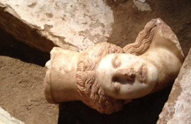 Έχει συληθεί ή όχι ο αρχαίος τάφος στην Αμφίπολη;