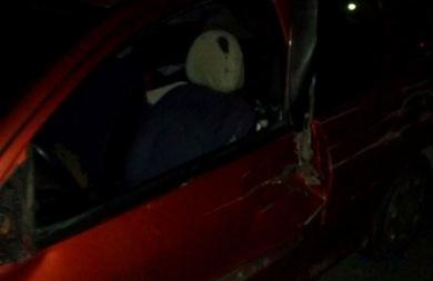 Ασυνείδητος παρέσυρε το αυτοκίνητο ενός Ηρακλειώτη, το διέλυσε και εξαφανίστηκε! (pics)