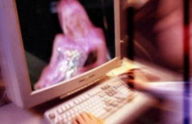 Το καυτό ροζ βίντεο που ανέβασε στο ίντερνετ τον έστειλε στη φυλακή!