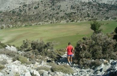 Κατακτούν την ανεξερεύνητη Κρήτη με τα...πόδια! (pics)