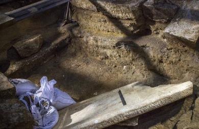 Αποκαλύφθηκε υπόγειος θάλαμος στην Αμφίπολη (pic)