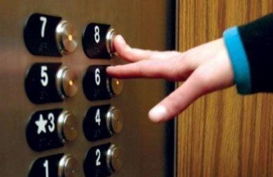 Λαμπάδιασε ασανσέρ σε πολυκατοικία στα Τρίκαλα!