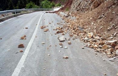 «Ναρκοπέδιο» ο ΒΟΑΚ μετά τις κατολισθήσεις βράχων!