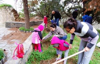 Γέμισαν με νέα δέντρα το μοναστήρι της Παναγίας Καβαλαράς