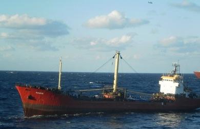 Σήμερα το μεσημέρι θα προσεγγίσει το φορτηγό πλοίο με τους 700 μετανάστες στο λιμάνι της Ιεράπετρας