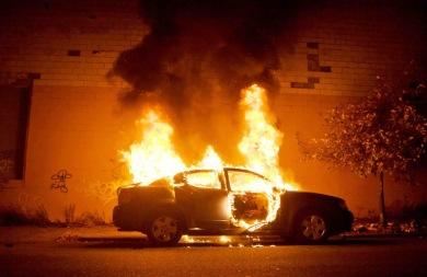 Παρανάλωμα του πυρός αυτοκίνητο στου Μπεντεβή!