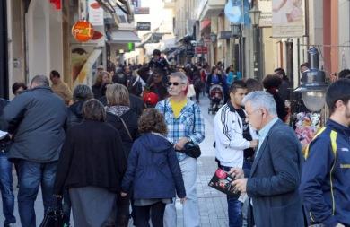 Χιλιάδες Ηρακλειώτες κατέκλυσαν το κέντρο της πόλης -  «Ζεστάθηκε» η αγορά (pics)