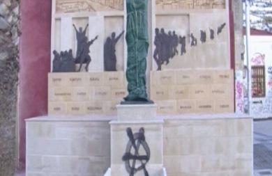 Ρέθυμνο: Έβαψαν το μνημείο των Μικρασιατών με σπρέι (vid)