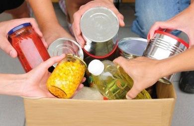 Δίνουν κρέας και γλυκίσματα στους δικαιούχους του Κοινωνικού Παντοπωλείου στα Χανιά
