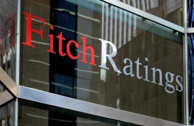 Η Fitch προειδοποιεί την Ελλάδα με υποβάθμιση