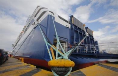 Απαγόρευση απόπλου... λόγω των ισχυρών ανέμων – Πλοίο προσέκρουσε στο λιμάνι της Πάτρας