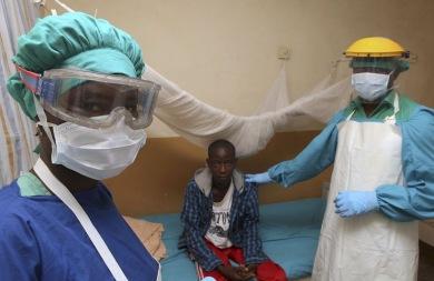 Ν. Αφρική: Κλείνει τα σύνορα σε ταξιδιώτες «υψηλού κινδύνου» λόγω Έμπολα